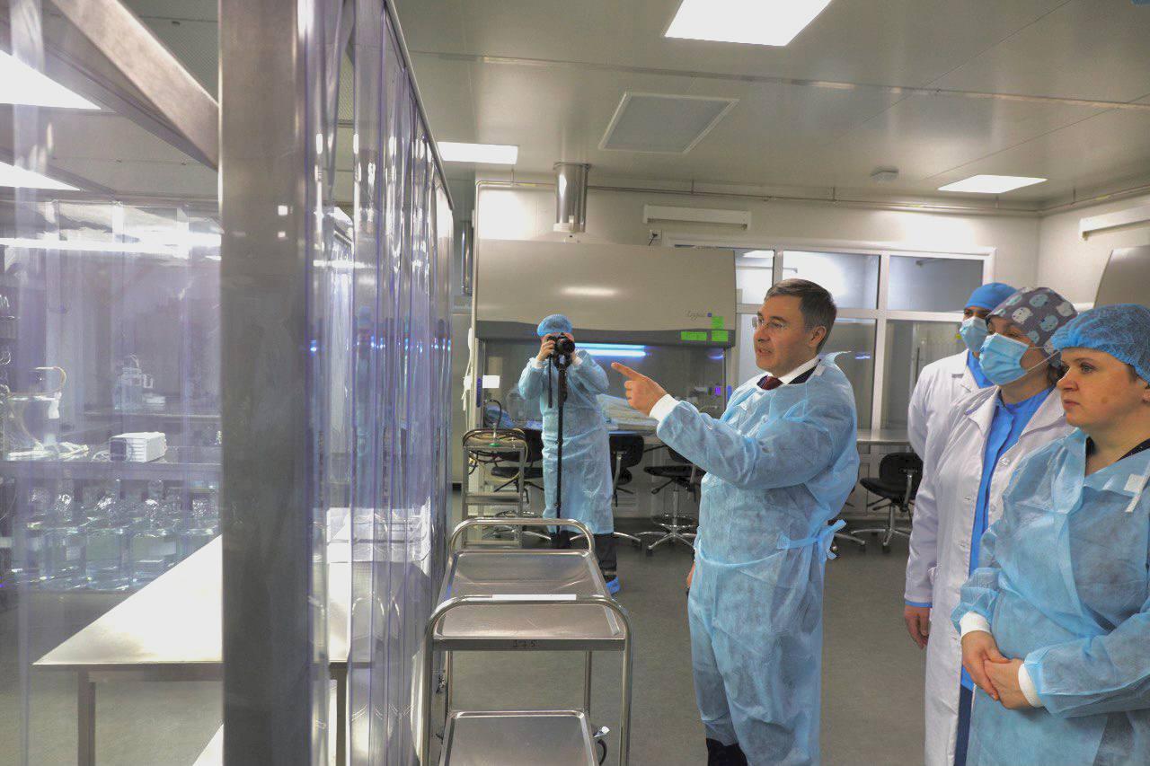 Глава Минобрнауки России Валерий Фальков дал старт производству вакцины «КовиВак»