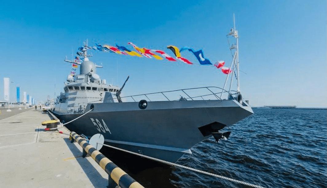 В Петербурге стартовал Международный военно-морской салон