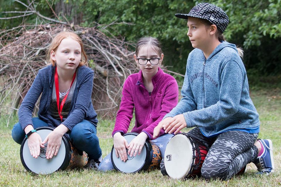 Студент Иркутского Политеха создал творческую школу для детей с нарушением слуха