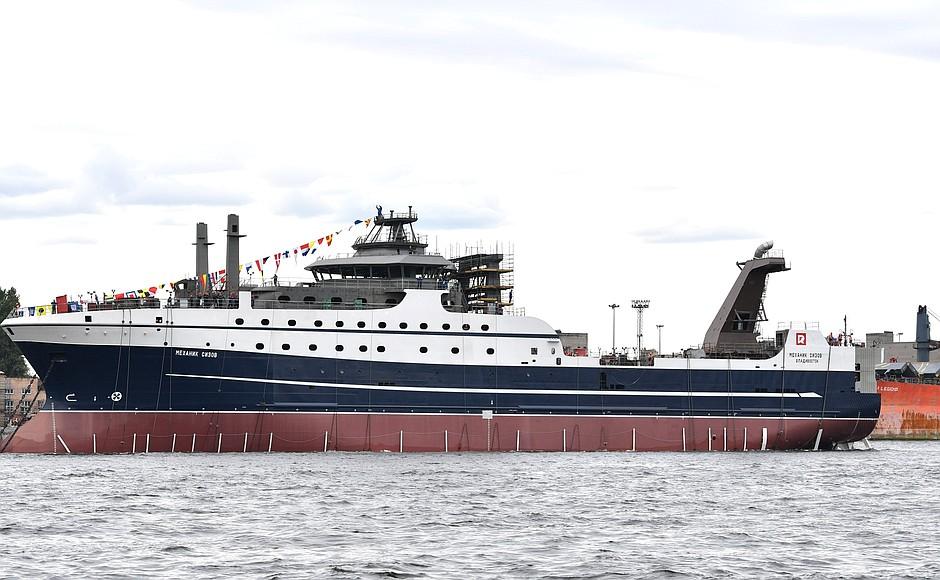 В Санкт-Петербурге состоялся спуск на воду супертраулера новейшего поколения «Механик Сизов»