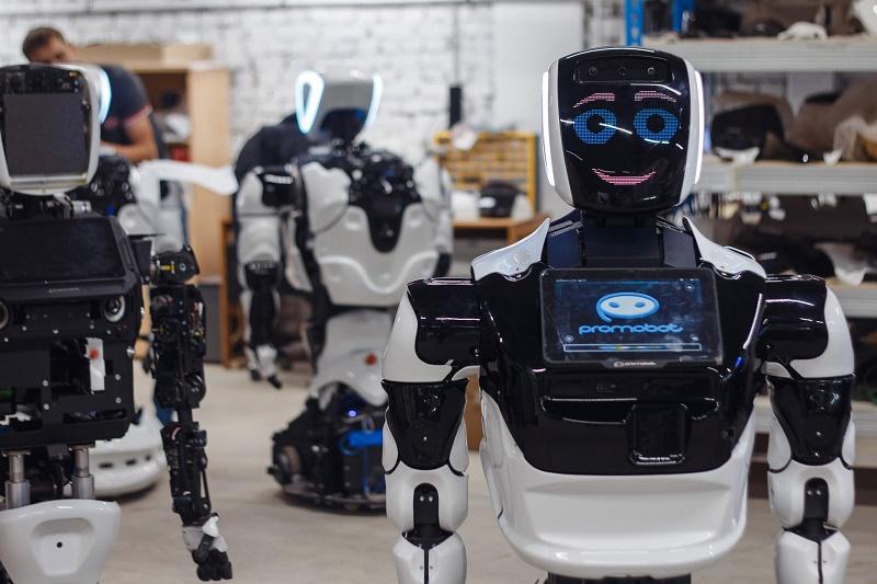 В Томском государственном университете систем управления и радиоэлектроники начнет преподавать робот-учитель
