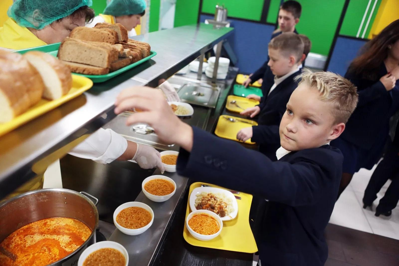 Минпросвещения примет методические рекомендации по усилению контроля родителей за горячим питанием