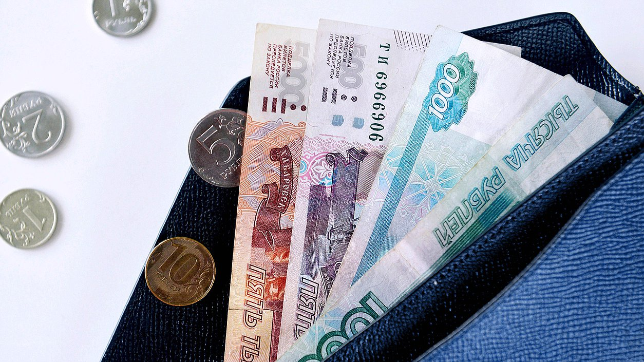 МРОТ в 2022 году предлагается поднять на 6,4 %