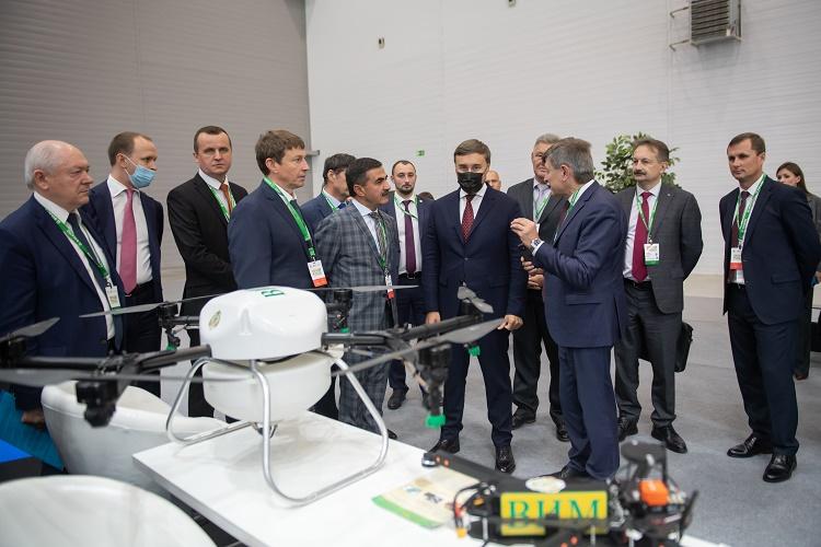 Более 2,5 млрд рублей выделено в 2021 году на обновление приборной базы и закупку современной сельхозтехники